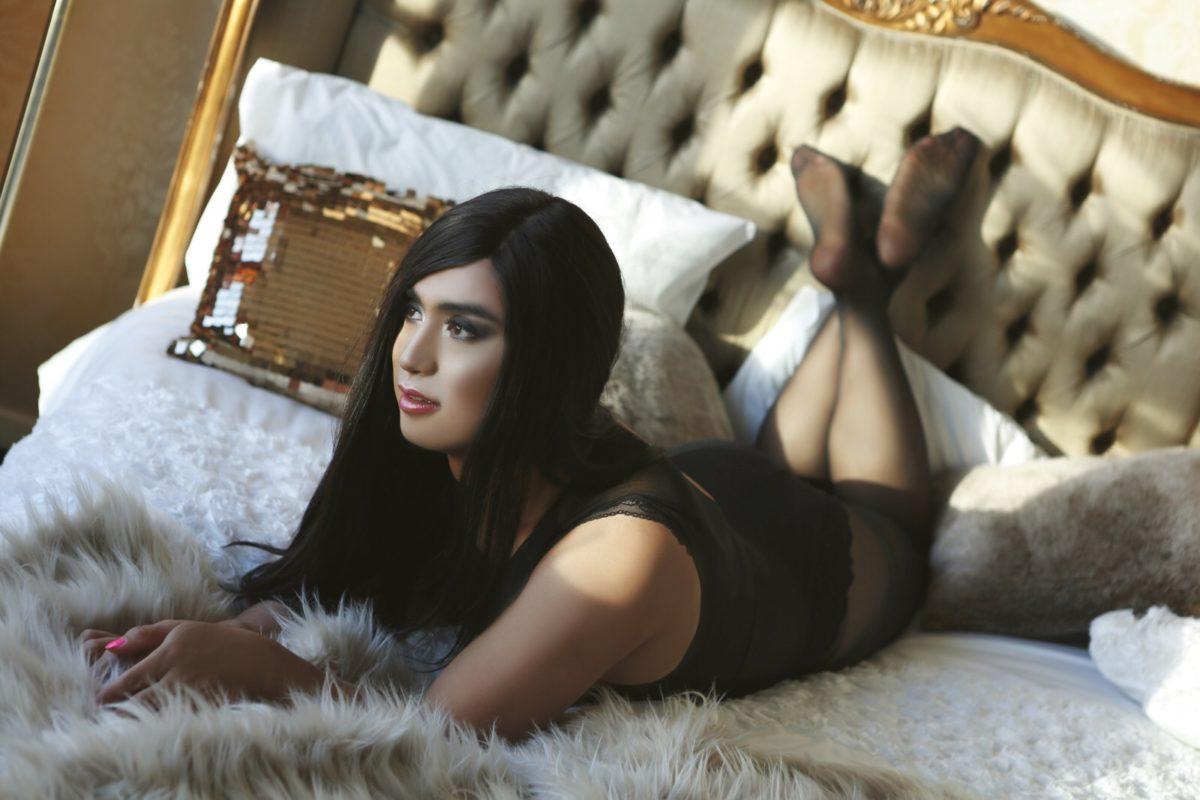 Tgirl Alina's Boudoir photos at London Signature Penthouse – Black