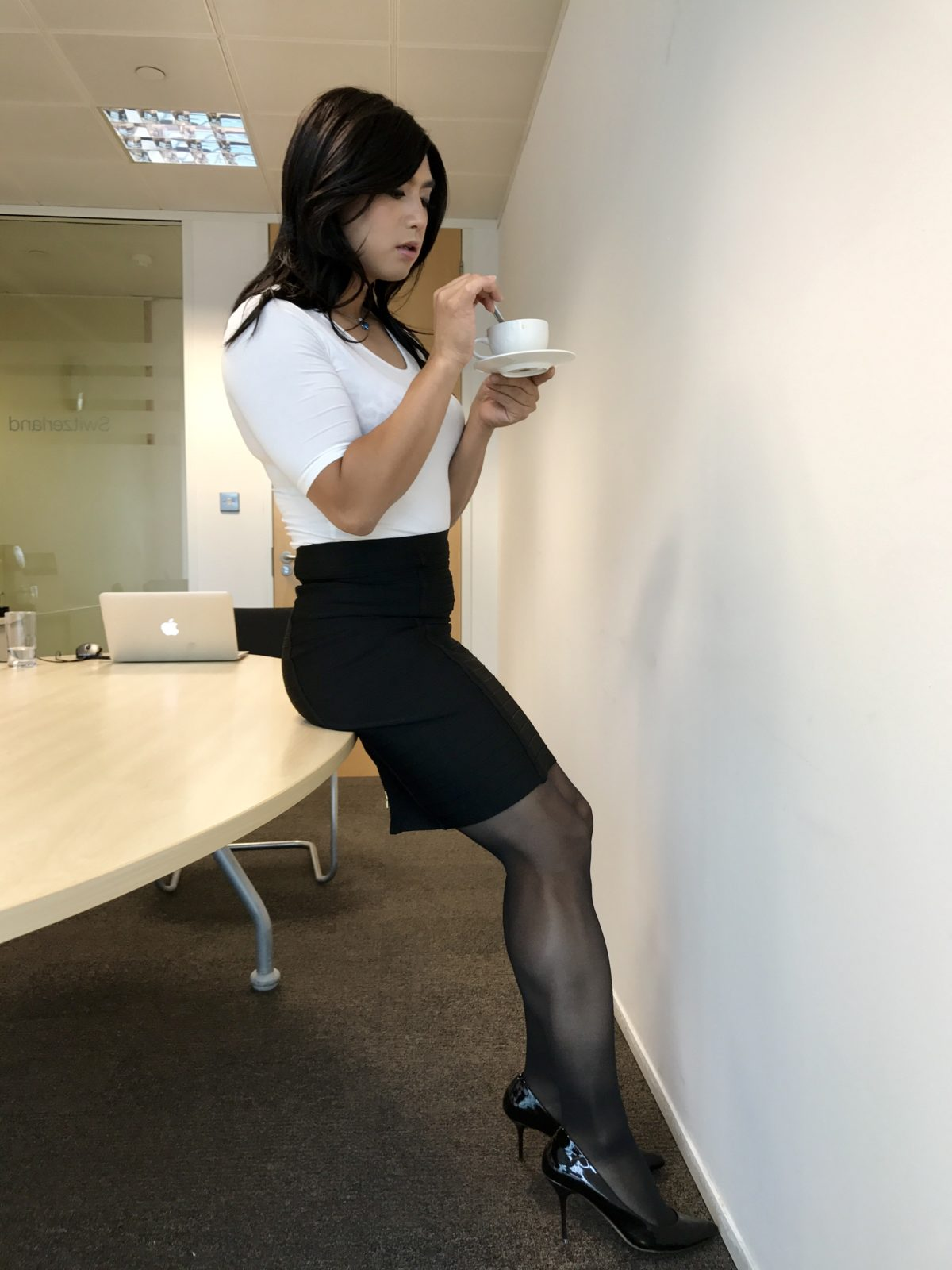 Black pantyhose Shemale secretary gets naughty in office